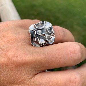 R1809 Silpada sterling silver flower ring